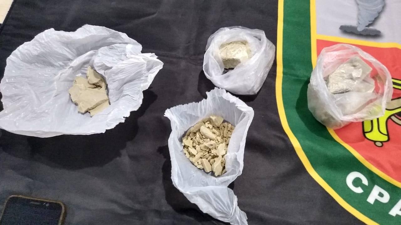 Homens são presos com drogas no bairro Santo Antônio