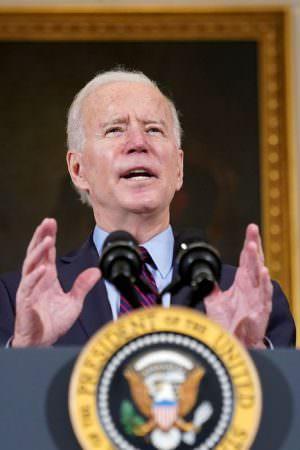 Biden convida Bolsonaro e mais 39 líderes mundiais à Cúpula do Clima