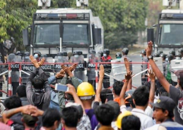 Mianmar tem dia mais sangrento de protestos contra golpe