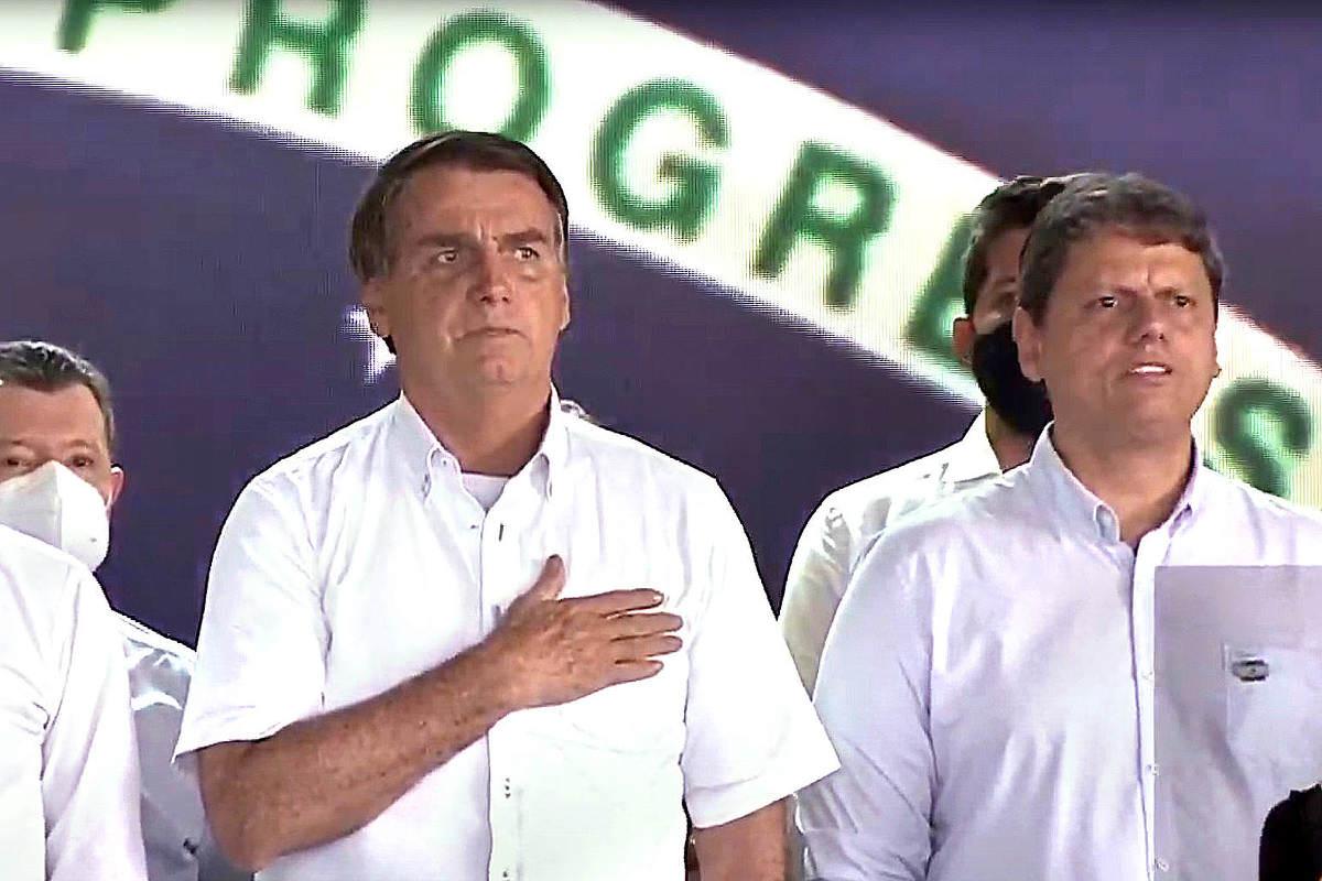 Bolsonaro diz que 'mafiosozinhos' lucraram com especulações sobre interferência na Petrobras