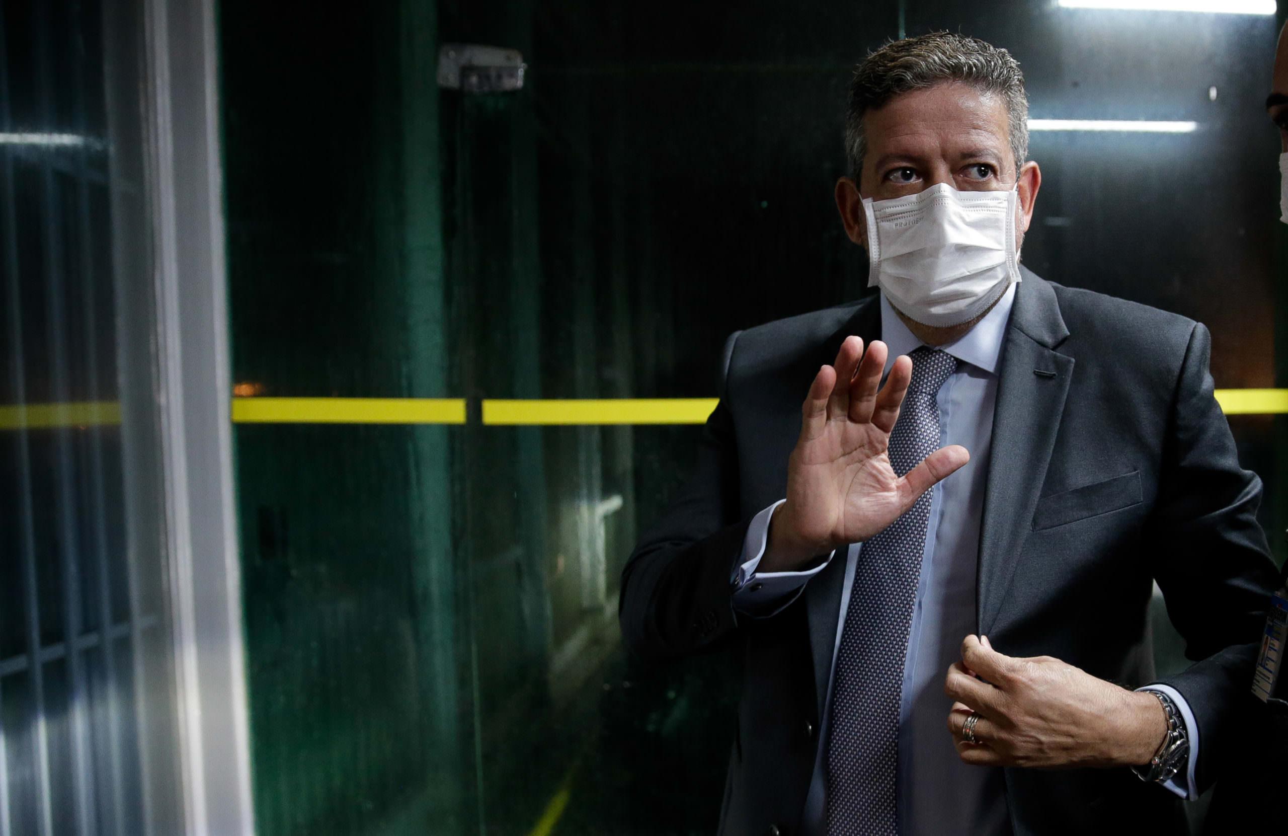 Em um mês, Lira fracassa em blindagem e retalia adversários