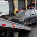 Dez carros abandonados são retirados das ruas na zona Norte de Manaus