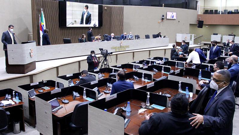 CMM: vereadores ausentes levam 'bronca' por uso de assessores para inscrição em discursos