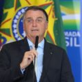 Bolsonaro zera PIS e Cofins do diesel e do gás de cozinha