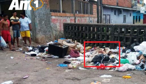 Na manhã desta sexta-feira, moradores da rua Manaus, bairro Compensa 2, zona Oeste de Manaus, se depararam com uma imagem bárbara: o corpo de um homem morto, jogado em uma lixeira aberta. Foto : Antônio Mendes / Portal AM1