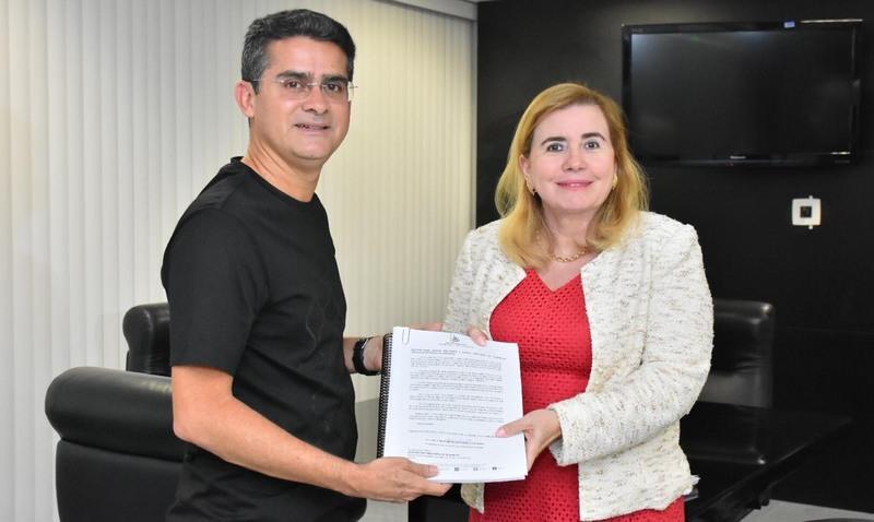 Yara Lins revoga decisão que suspendia contratos da Prefeitura de Manaus para coleta de lixo