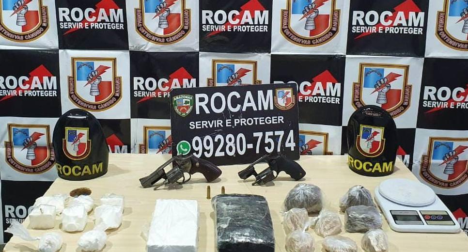 Dupla é presa por tráfico de drogas e porte ilegal de arma na zona Norte