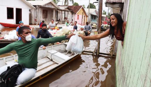 Prefeitura de Eirunepé entrega mais de 20 toneladas de ajuda humanitária para as famílias afetadas pela enchente do rio Juruá. Foto : ASCOM - Assessoria de Comunicação