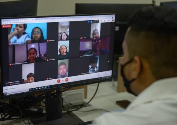 'Auxílio Conectividade' é anunciado e volta às aulas presenciais continua indefinida em Manaus