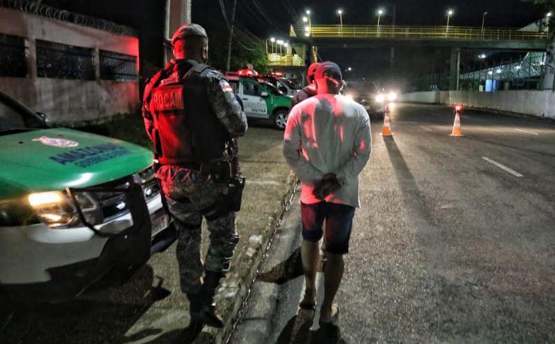 Três pessoas são presas por roubo e adulteração veicular em Manaus
