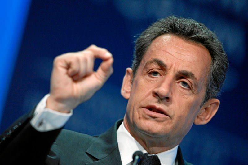 Ex-presidente francês Nicolas Sarkozy é condenado à prisão por subornar juiz