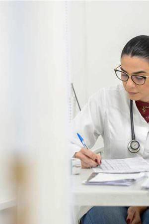 Secretária de Saúde de Manaus, Shádia Fraxe ficará mais tempo afastada do cargo