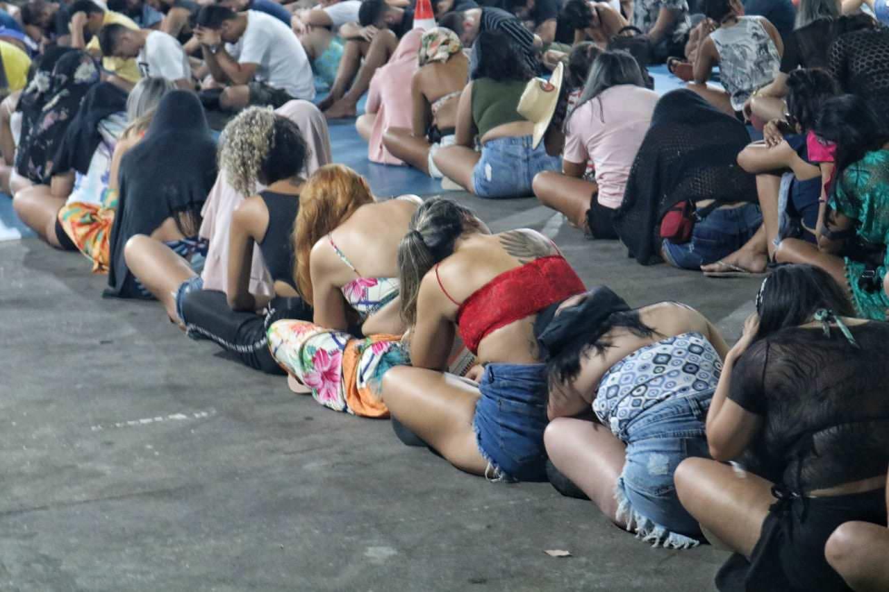 Mais de 100 pessoas são presas em festa clandestina em Manaus
