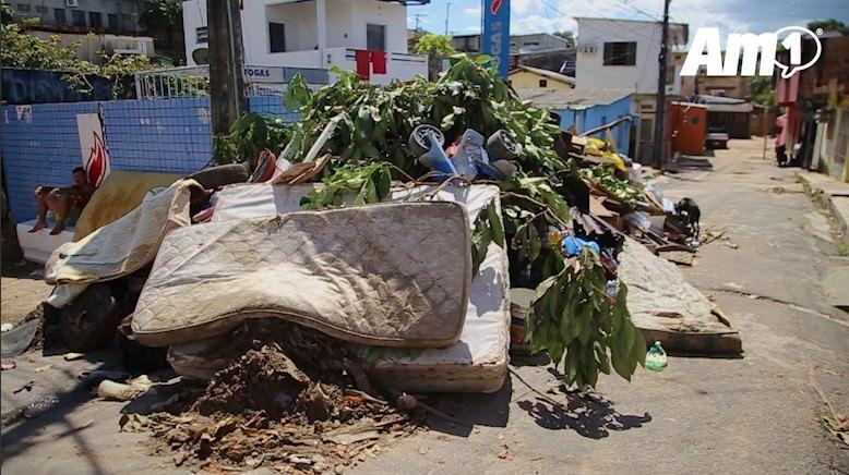 Chuva causa alagamento no bairro Redenção