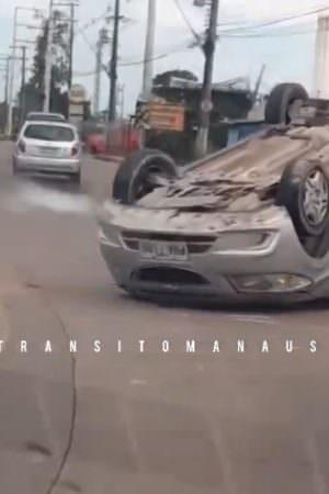 Torquato Tapajós tem trânsito afetado por capotamento de veículo; veja vídeo