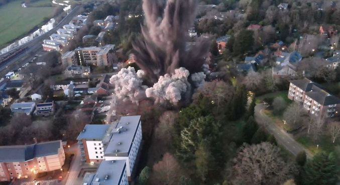 Bomba da Segunda Guerra é detonada no Reino Unido