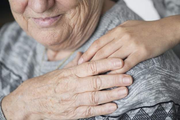 Mulher leva idoso morto a banco em Goiás para receber benefício