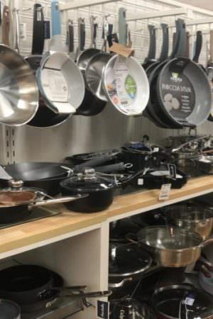 Aluguel de veículos e itens de cozinha vão custar mais de R$ 2 milhões para prefeitura no AM