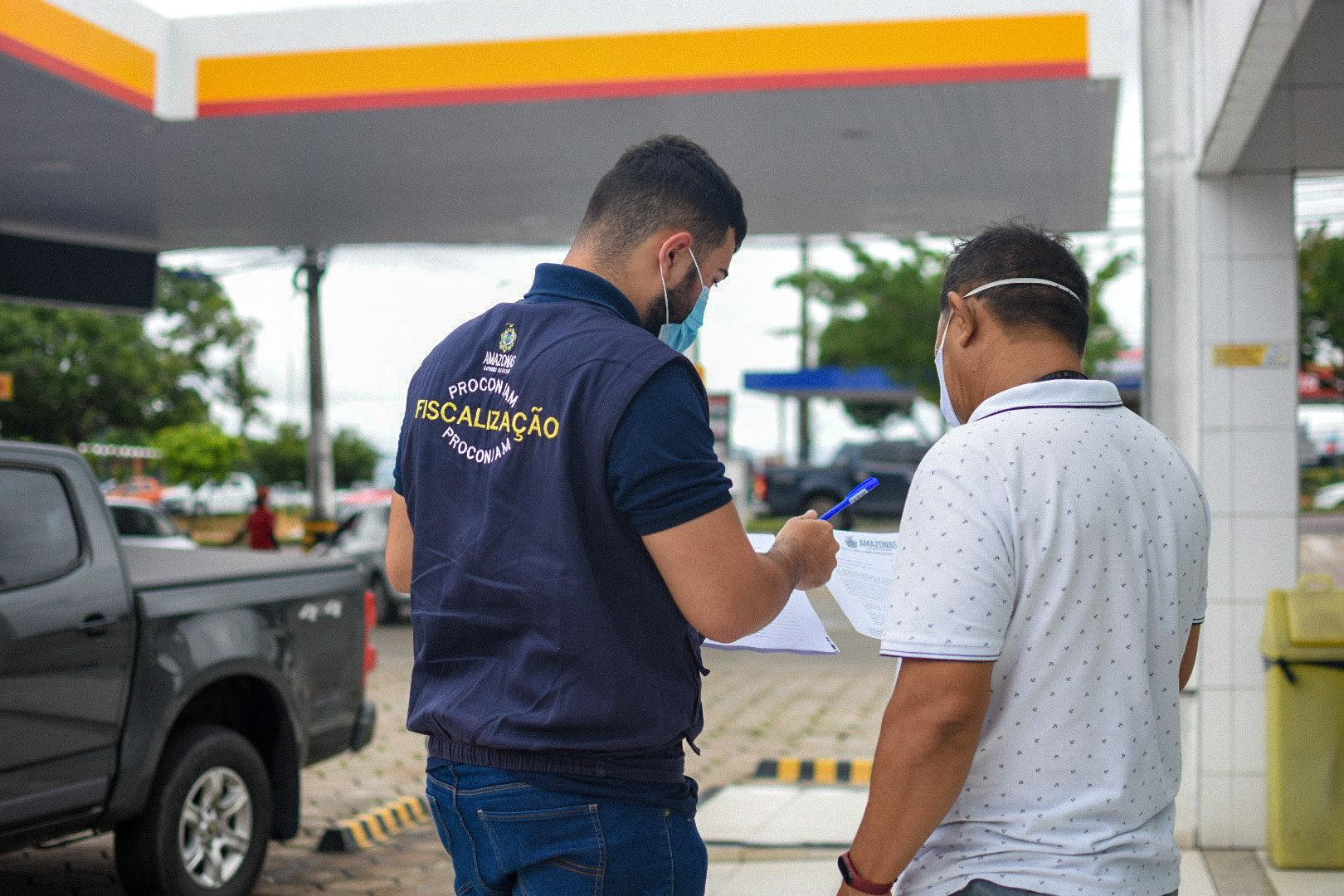 Mais de 50 postos de combustíveis foram notificados por preço de gasolina