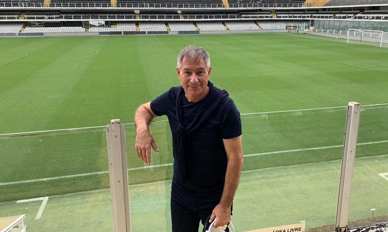 Santos apresenta oficialmente o técnico argentino Ariel Holan