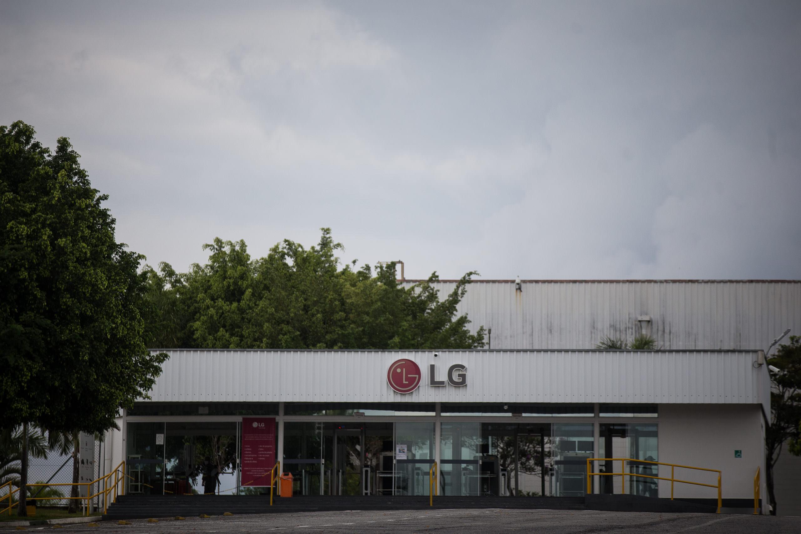Funcionários da LG fazem greve contra paralisação da empresa