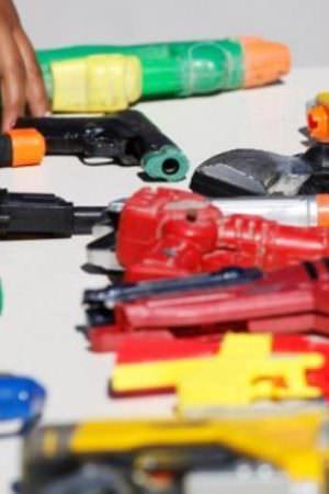 No Dia do Desarmamento Infantil, órgão alerta para uso de armas de brinquedo na infância