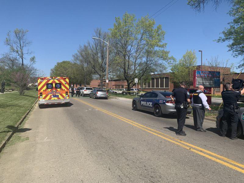 Em tiroteio dentro de escola, homem morre e vários ficam feridos nos EUA