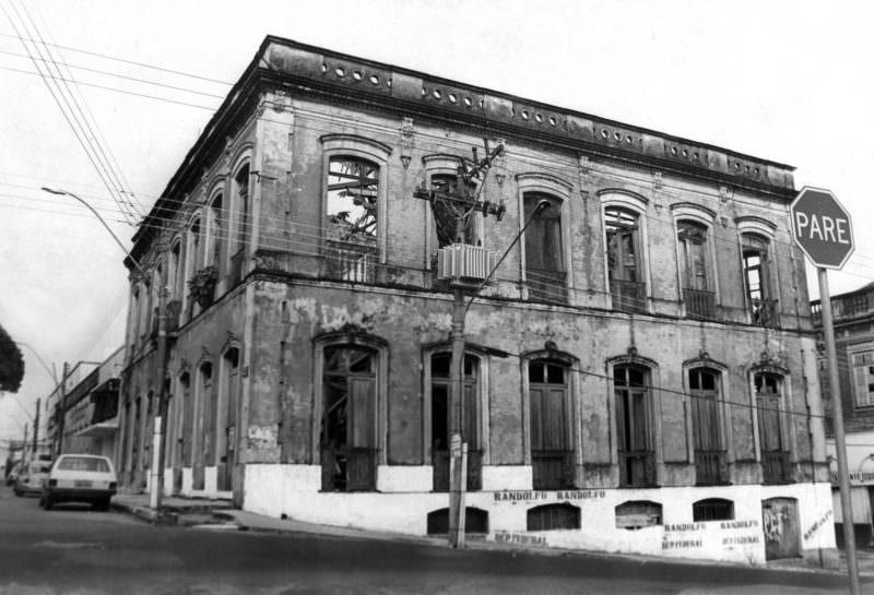 Manaus boêmia: em livro, escritor do AM fala sobre histórias de bares e bordéis