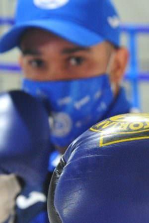 Boxeador brasileiro fica preso no México e perde cinturão sem lutar