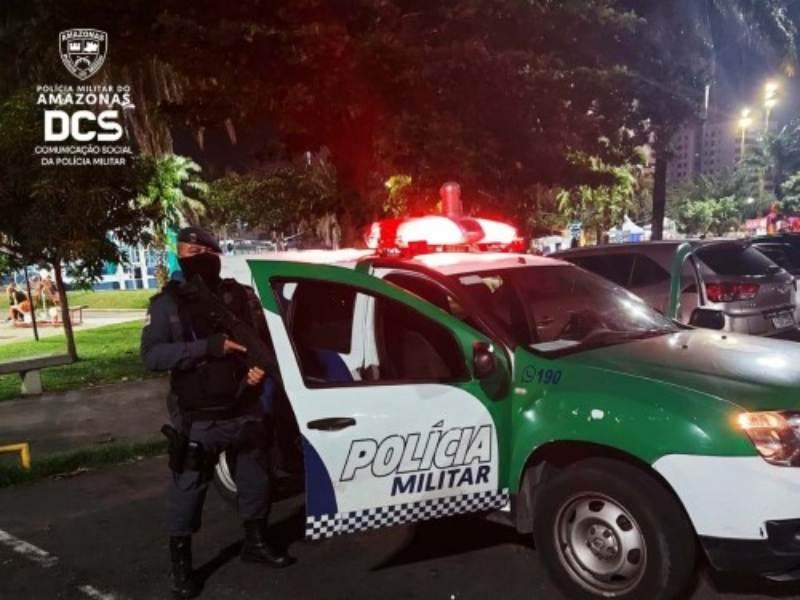Após tentar fugir de abordagem, dupla é detida com arma de fogo caseira em Manaus