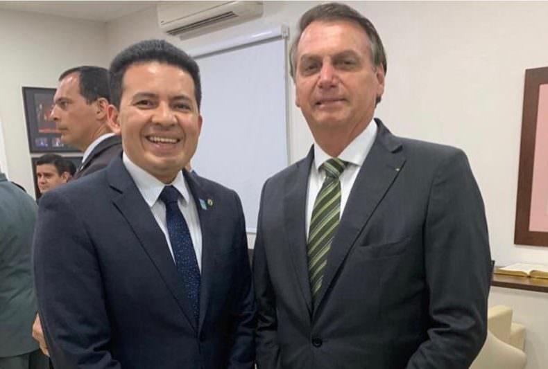 Votos favoráveis de seis deputados ao título de cidadão amazonense a Bolsonaro 'evaporam'