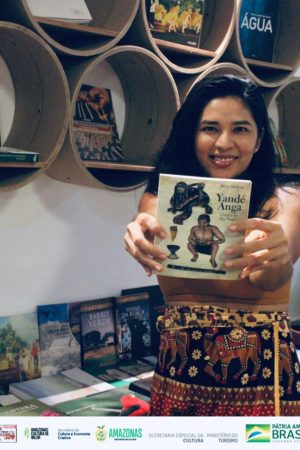 Em meio à pandemia, escritora de Manaus lança livro que traz amor e calmaria aos leitores