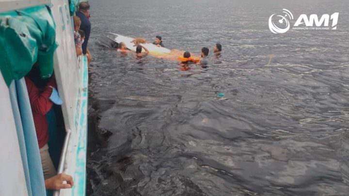 Lancha com crianças naufraga no Rio Negro