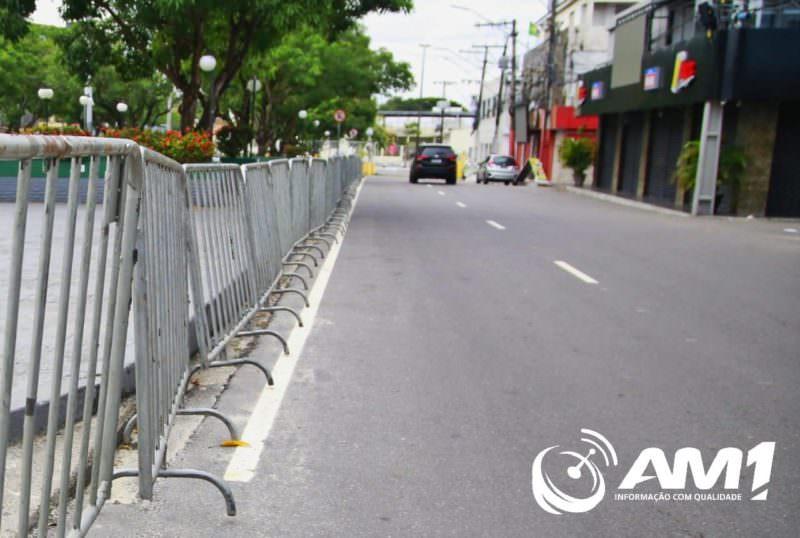 Praça do Eldorado é cercada por grades para evitar aglomerações