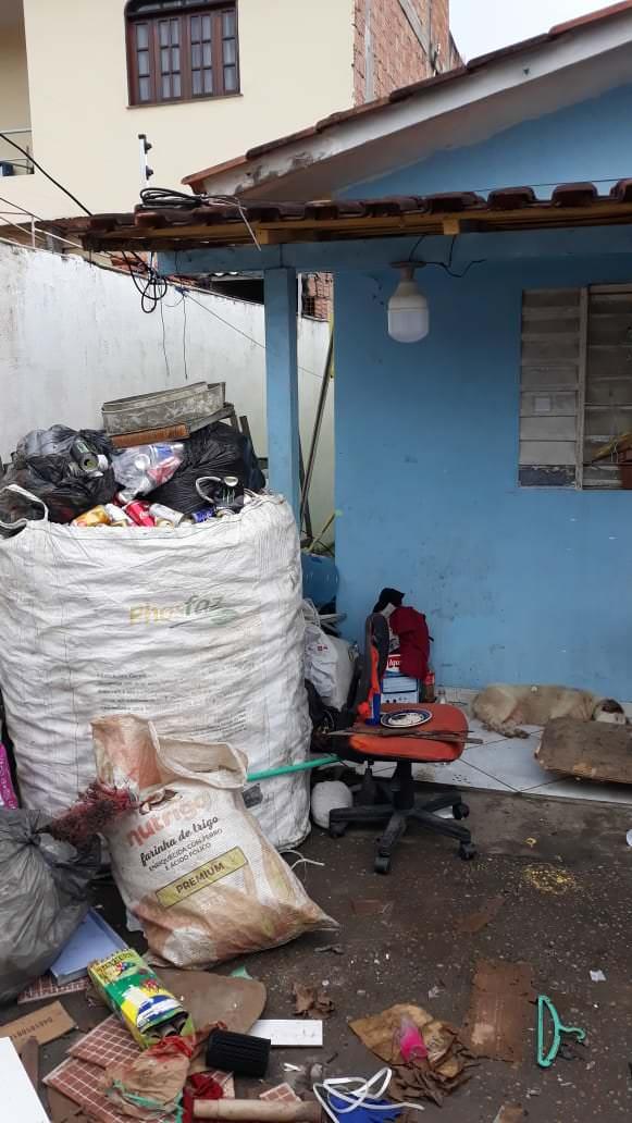 Mulher acumulava material irregular em depósito e é detida por crime ambiental