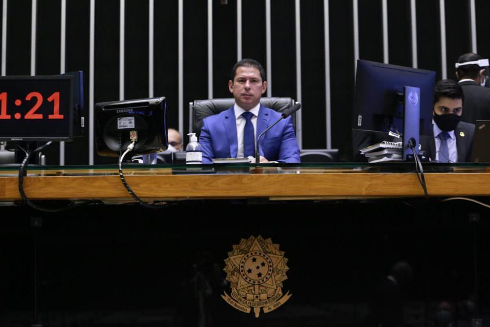 Marcelo Ramos preside sessão na Câmara e celebra: 'um fato histórico para o meu estado'; veja vídeo