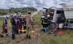 Acidente com duas caçambas deixa um ferido, em Manaus