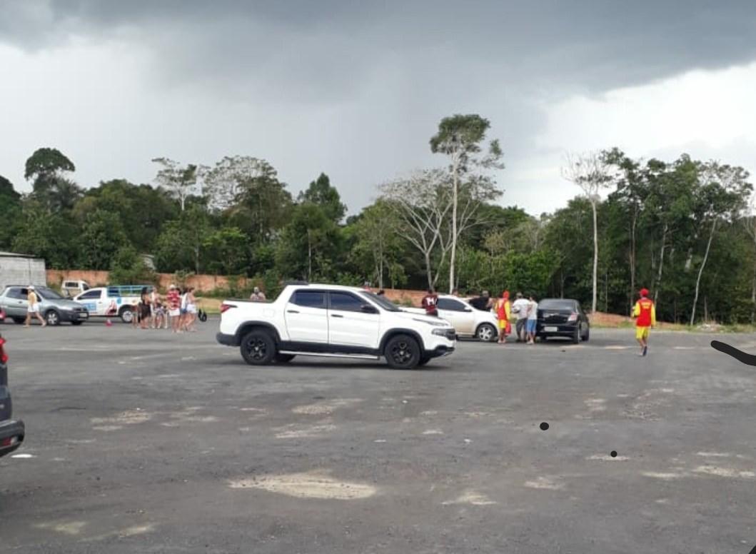 Homem é executado com nove tiros em estacionamento de parque aquático de Manaus