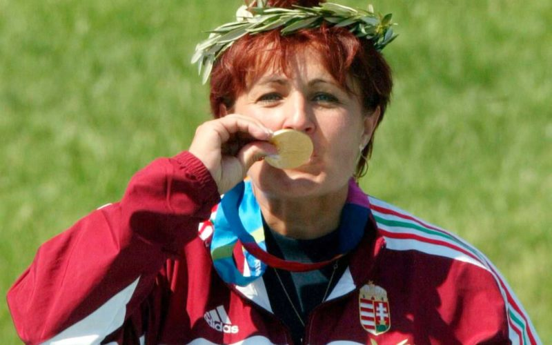 Diána Igaly, campeã no tiro esportivo, morre vítima de Covid 19