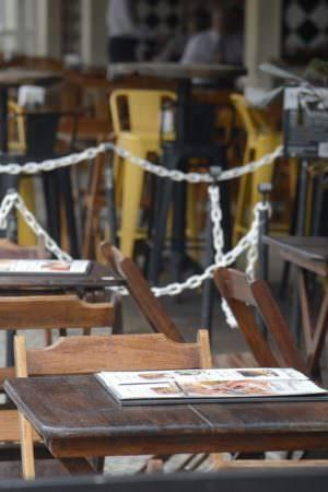 Covid-19: DF amplia horário de abertura de bares e restaurantes