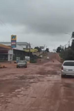 Prefeito Augusto Ferraz quer construir teleférico em Iranduba, mas população reclama dos buracos nas ruas
