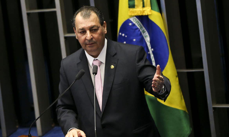 Omar Aziz é confirmado para a presidência da CPI da Covid, afirma colunista de O Globo