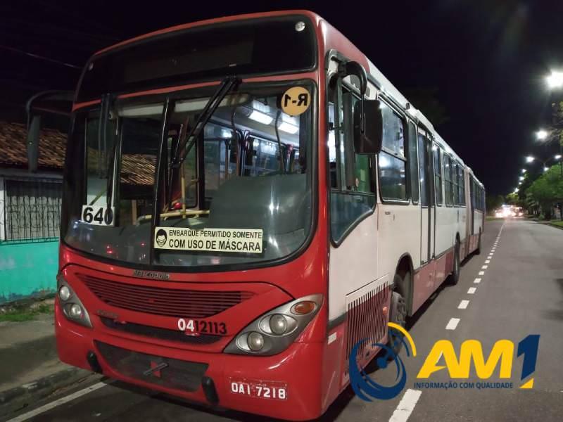 Em Manaus, cinco ônibus são alvos de assaltos violentos na noite desta quarta