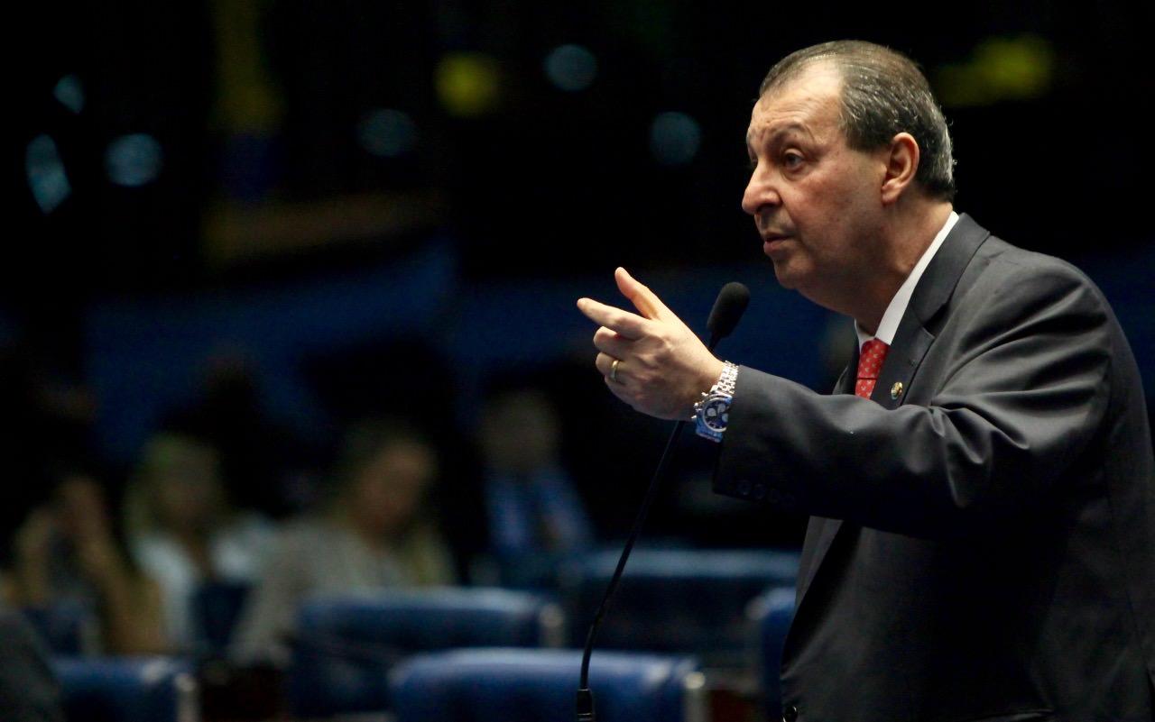 Omar Aziz afirma que CPI vai descobrir por que o Brasil não comprou as vacinas da Pfizer