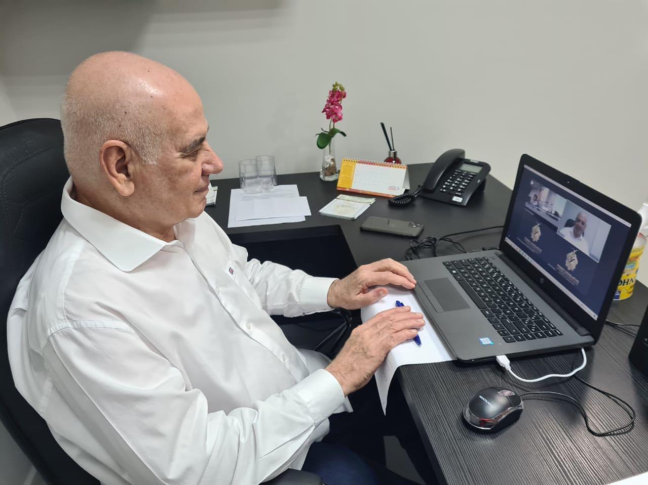 Serafim lista motivos para negar medalha a Bolsonaro: 'negligente com o Amazonas'