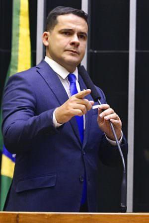 Sem projeto contra violência, Alberto Neto defende que matar traficante é a única solução