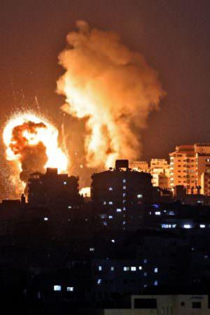 Hamas dispara foguetes, e Israel revida após novos conflitos em Jerusalém