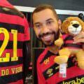 Sport homenageia Gil do Vigor no uniforme após ataques homofóbicos