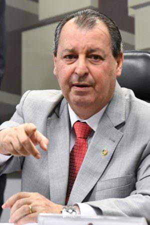 Omar comenta aumento na aceitação da CPI da Covid: 'mais responsabilidade'