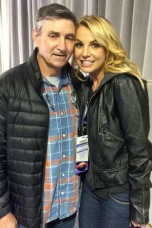 Britney Spears tem demência, diz pai da cantora para justificar tutela